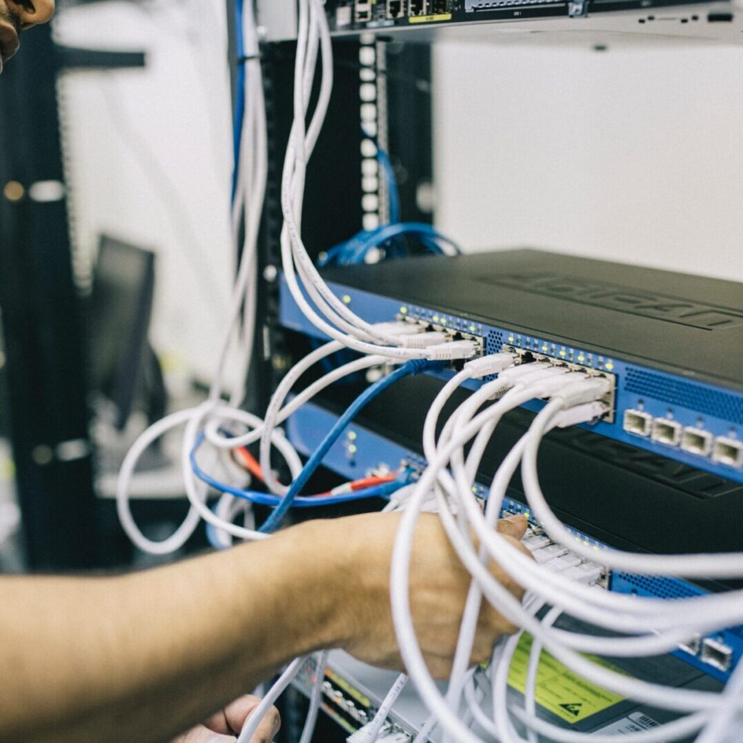 blur-computer-connection-electronics-442150